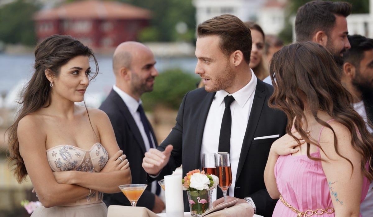 Love Is In The Air, episodio 30: Eda Yıldız interpretata da Hande Erçel, Serkan Bolat interpretato da Kerem Bürsin e Melek Yücel interpretata da Elçin Afacan. Credits: Mediaset