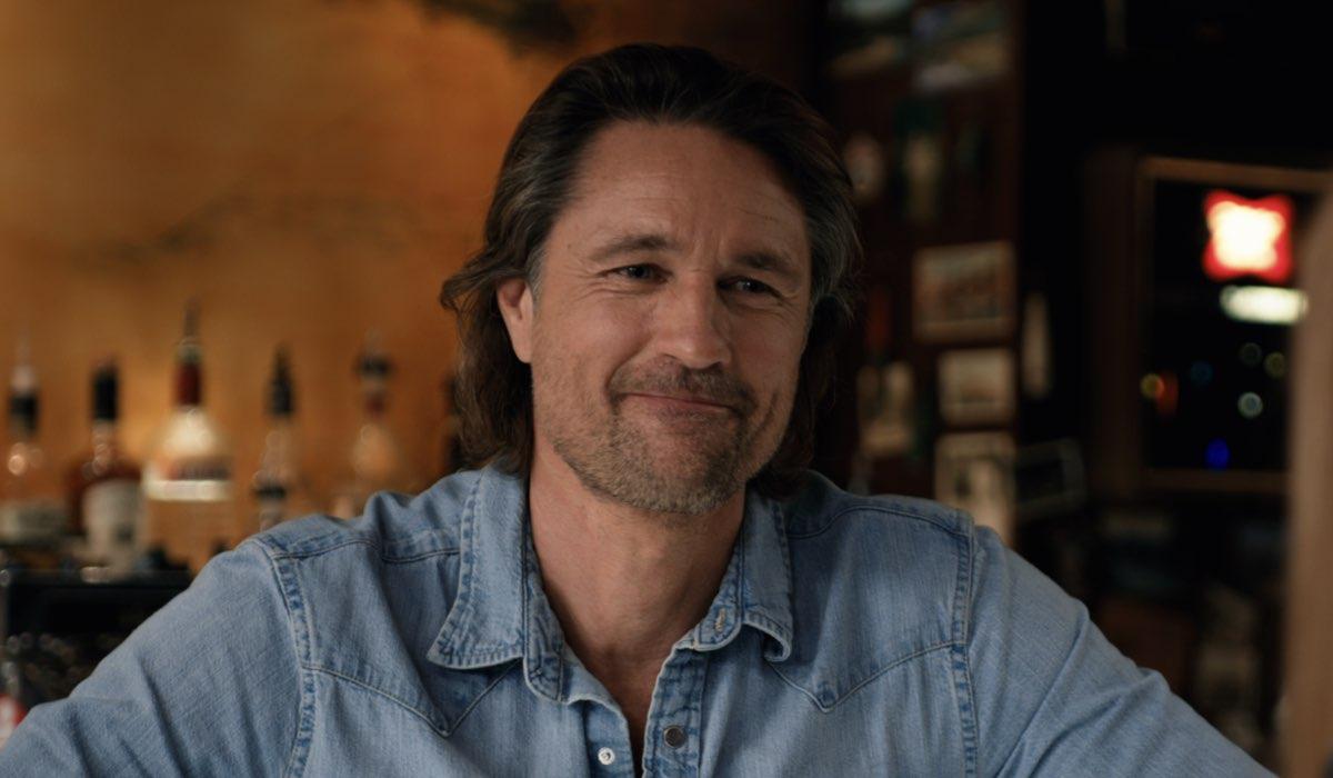 """Martin Henderson (Jack) in una scena della terza stagione di """"Virgin River"""". Credits: Netflix."""