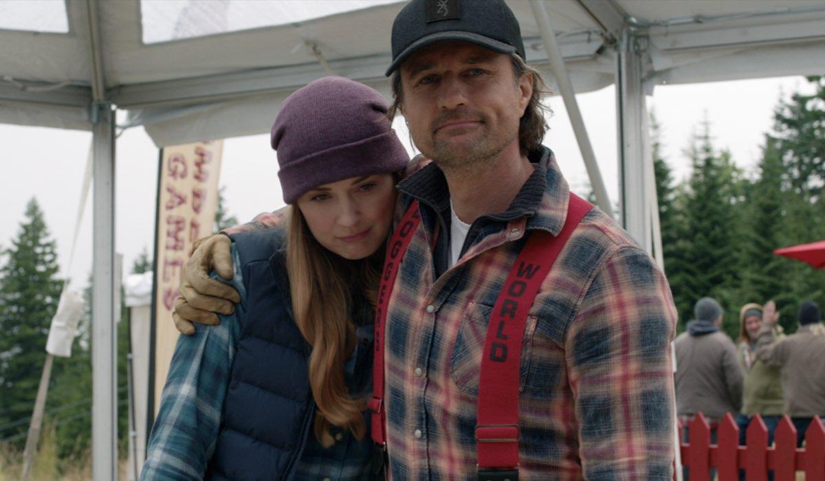 """Alexandra Breckenridge (Mel) e Martin Henderson (Jack) in una scena della terza stagione di """"Virgin River"""". Credits: Netflix."""