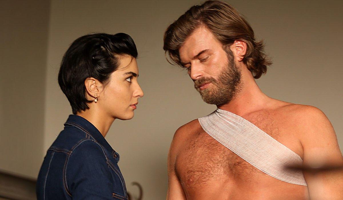 Suhan (Tuba Büyüküstün) con Cesur in Brave and Beautiful Credits: Mediaset