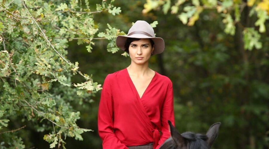 Suhan Korludag (Tuba Büyüküstün) in Brave and Beautiful. Credits: Mediaset