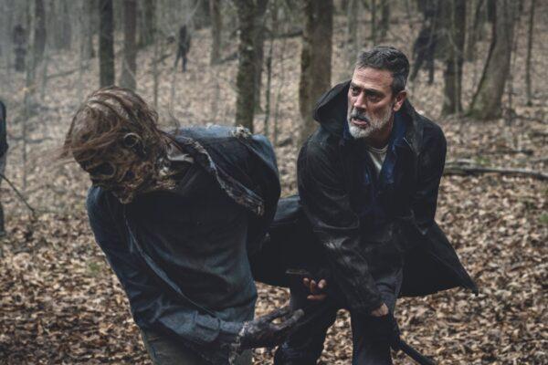 "Jeffrey Dean Morgan interpreta Negan in una scena di ""The Walking Dead"". Credits: AMC/Disney+."