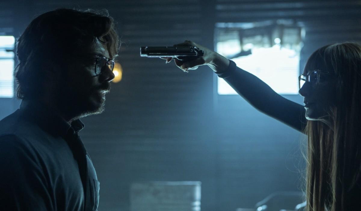 Álvaro Morte (Professore) e Najwa Nimri (Alicia Sierra) in una scena dell'episodio 1 de