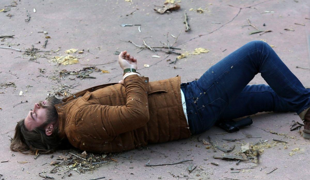 Brave and Beautiful: Kıvanç Tatlıtuğ (Cesur) in una scena della serie. Credits: Mediaset