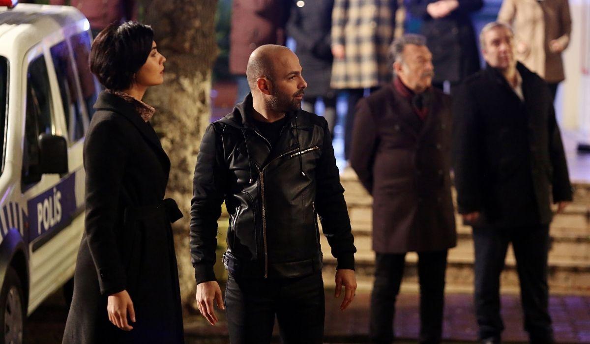 Brave and Beautiful: Suhan (Tuba Büyüküstün) e Korhan (Erkan Avci) in una scena della serie. Credits: Mediaset