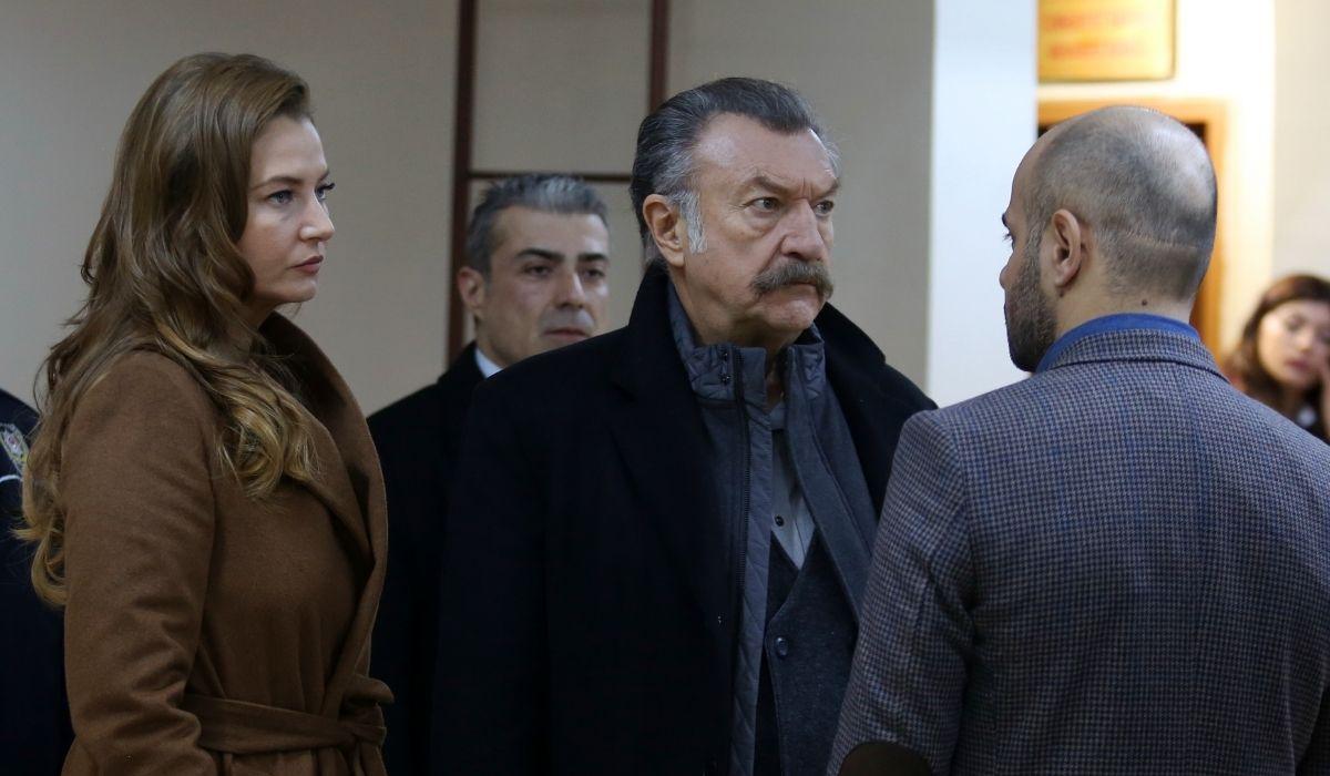 Brave and Beautiful: Adalet (Nihan Büyükağaç), Tahsin (Tamer Levent) e Korhan (Erkan Avci). Credits: Mediaset.