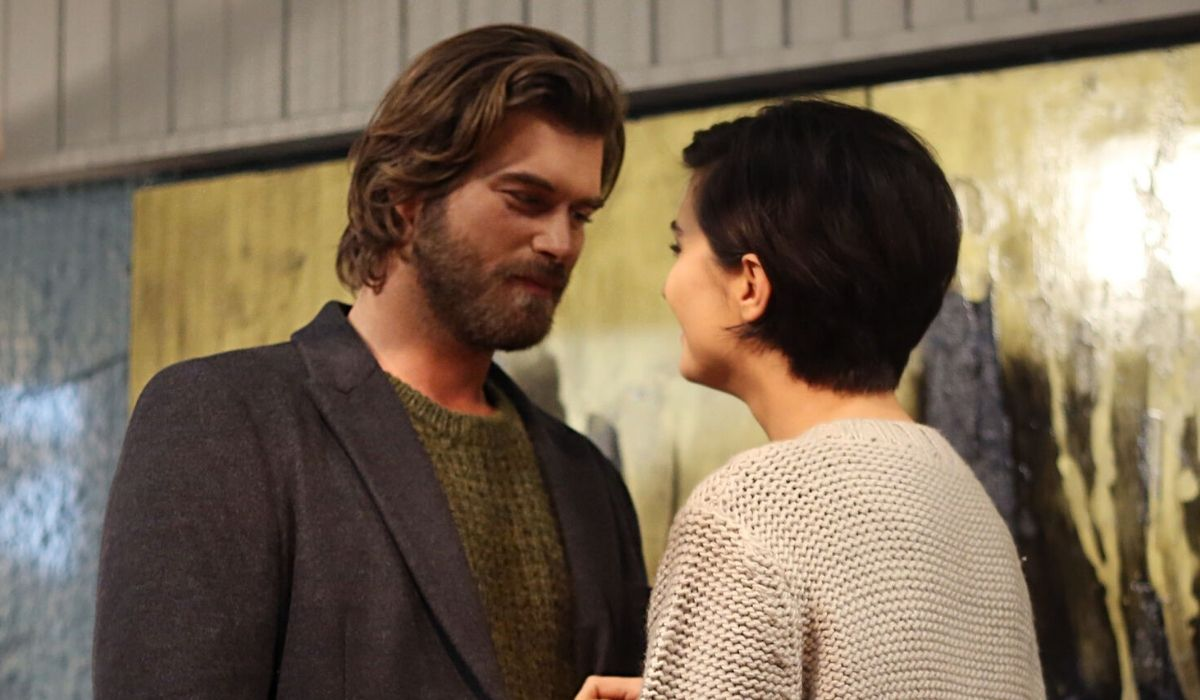 Brave and Beautiful: Cesur (Kıvanç Tatlıtuğ) e Sühan (Tuba Büyüküstün) si scambiano promesse d'amore e felicità. Credits: Mediaset