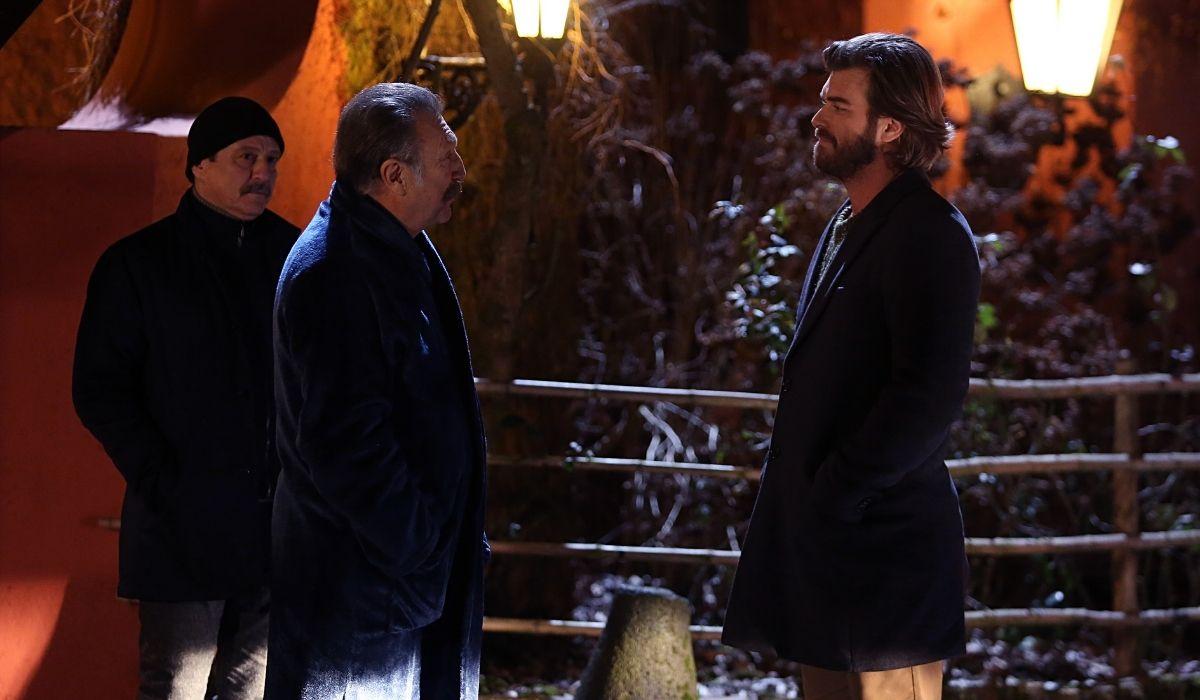 Brave and Beautiful (da sinistra): Salih (Okday Korunan), Tahsin (Tamer Levent) e Cesur (Kıvanç Tatlıtuğ). Credits: Mediaset
