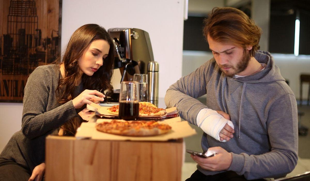 Brave and Beautiful: Hulya (Zaynep Kiziltan) e Cesur (Kıvanç Tatlıtuğ) in una scena dell'episodio 40. Credits: Mediaset