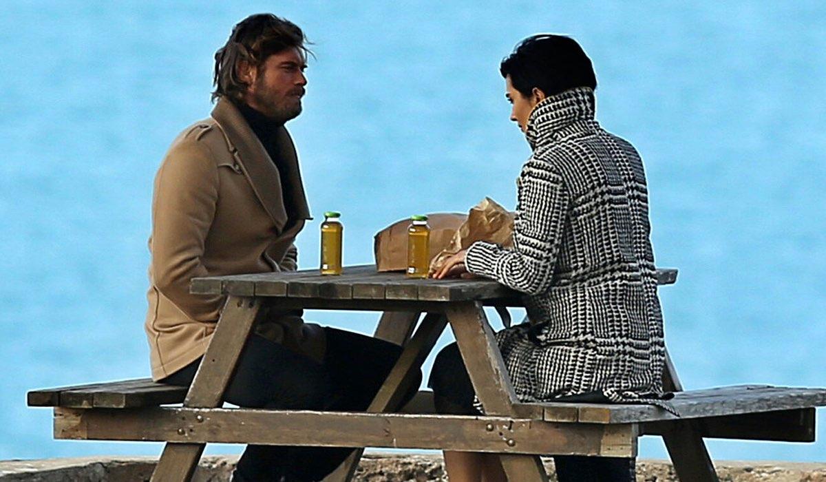 Kivanç Tatlitug (Cesur Alemdaroglu Karahasanoglu) insieme a Tuba Büyüküstün (Sühan Korludag)