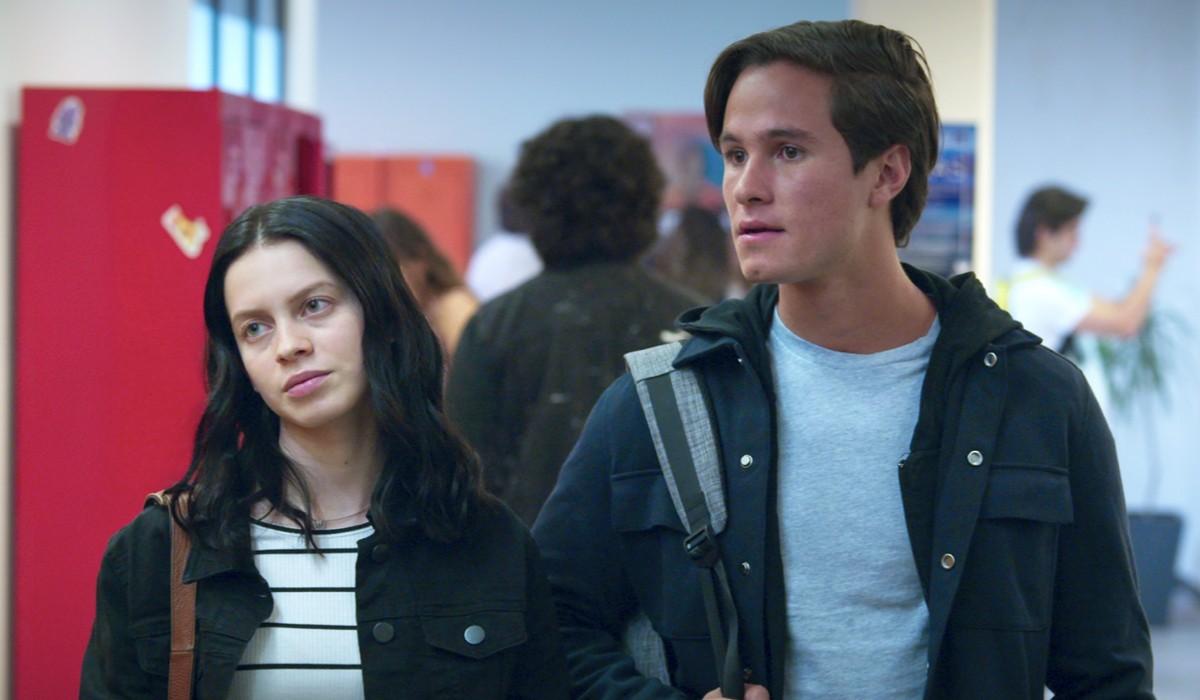 """Ana Valeria Becerril e Michael Ronda nei panni di Sofía e Javier in una scena della seconda stagione di """"Control Z"""". Credits: Netflix."""