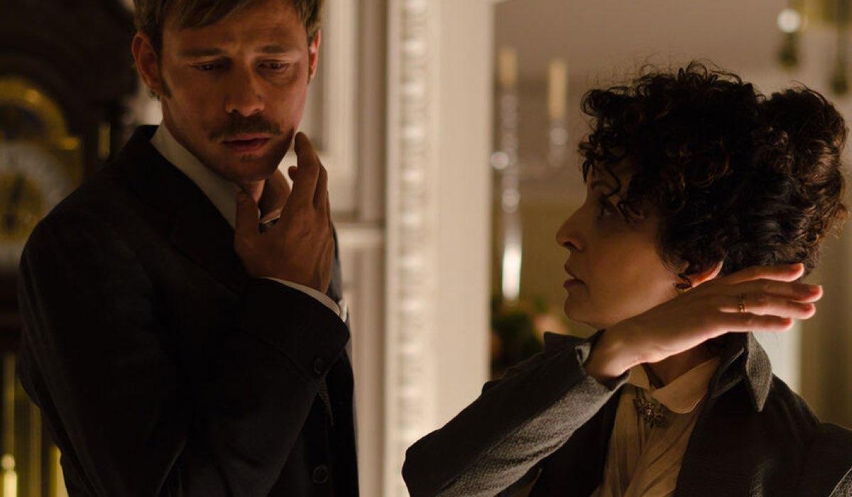 Eloy Azorín (Javier Alarcón) e Adriana Ozores (Doña Teresa) In Grand Hotel Credits: Mediaset