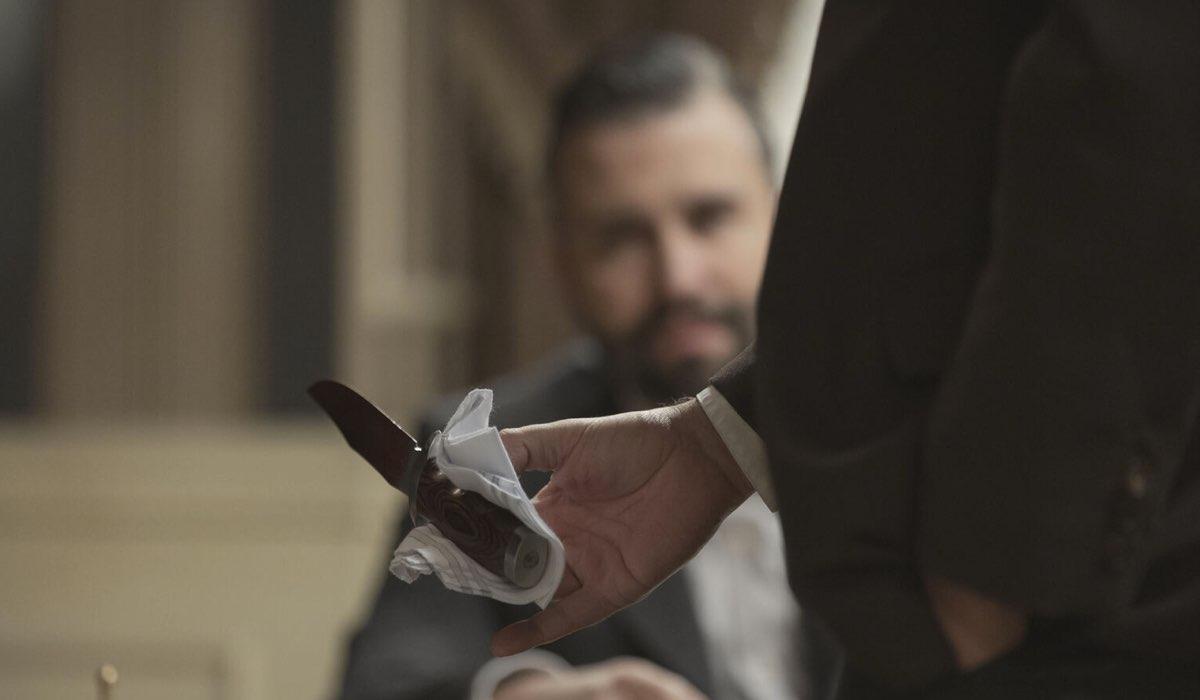 Felipe vede il pugnale che ha ucciso Marcia in Una Vita Credits: Mediaset