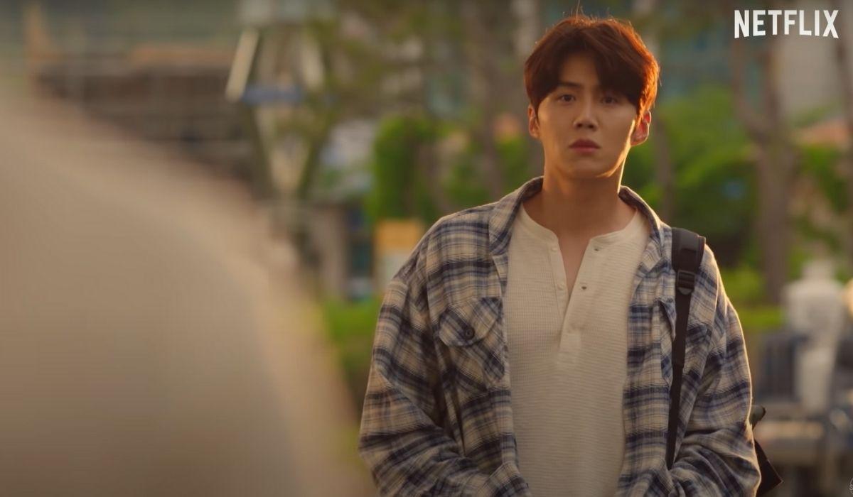Hometown Cha-Cha-Cha: Kim Seon-ho interpreta il tuttofare Hong Du-sik. Credits: Netflix