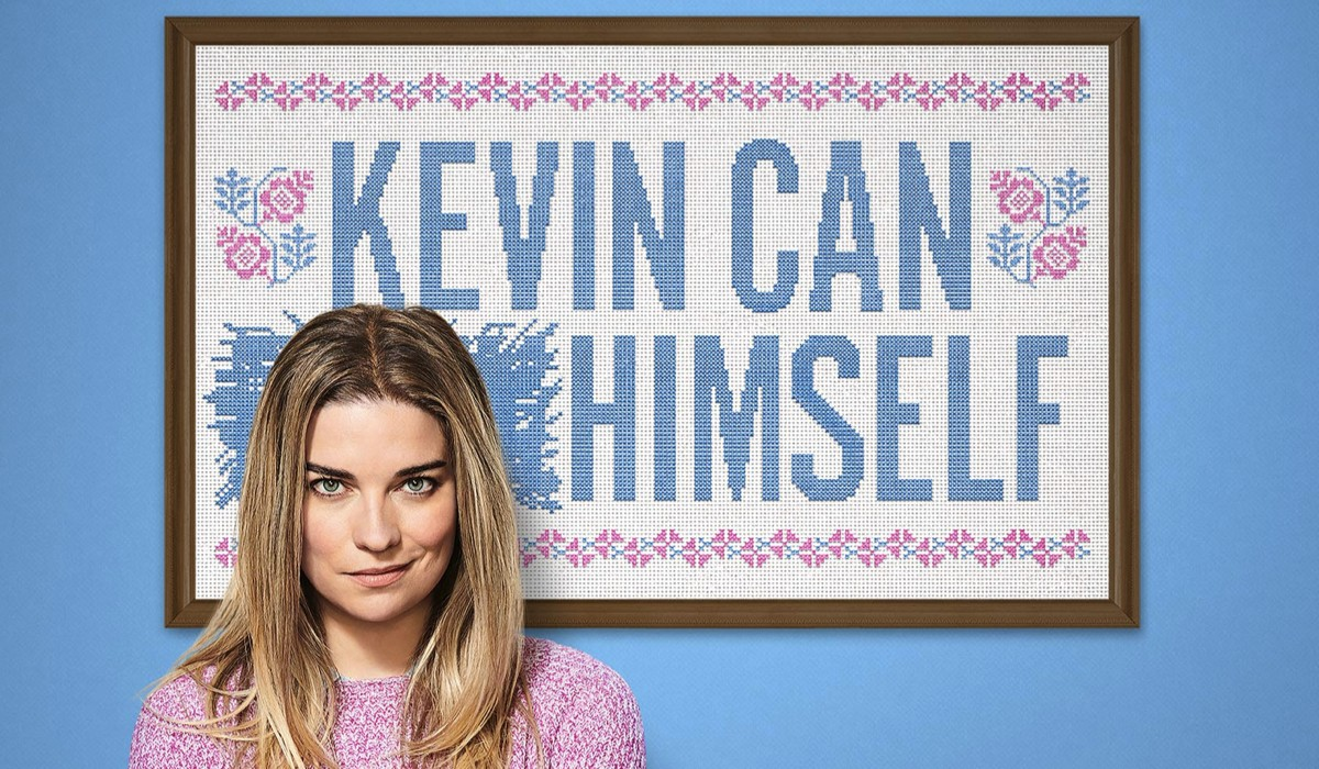 """Annie Murphy nel poster di """"Kevin Can F**K Himself"""". Credits: Amazon Prime Video."""