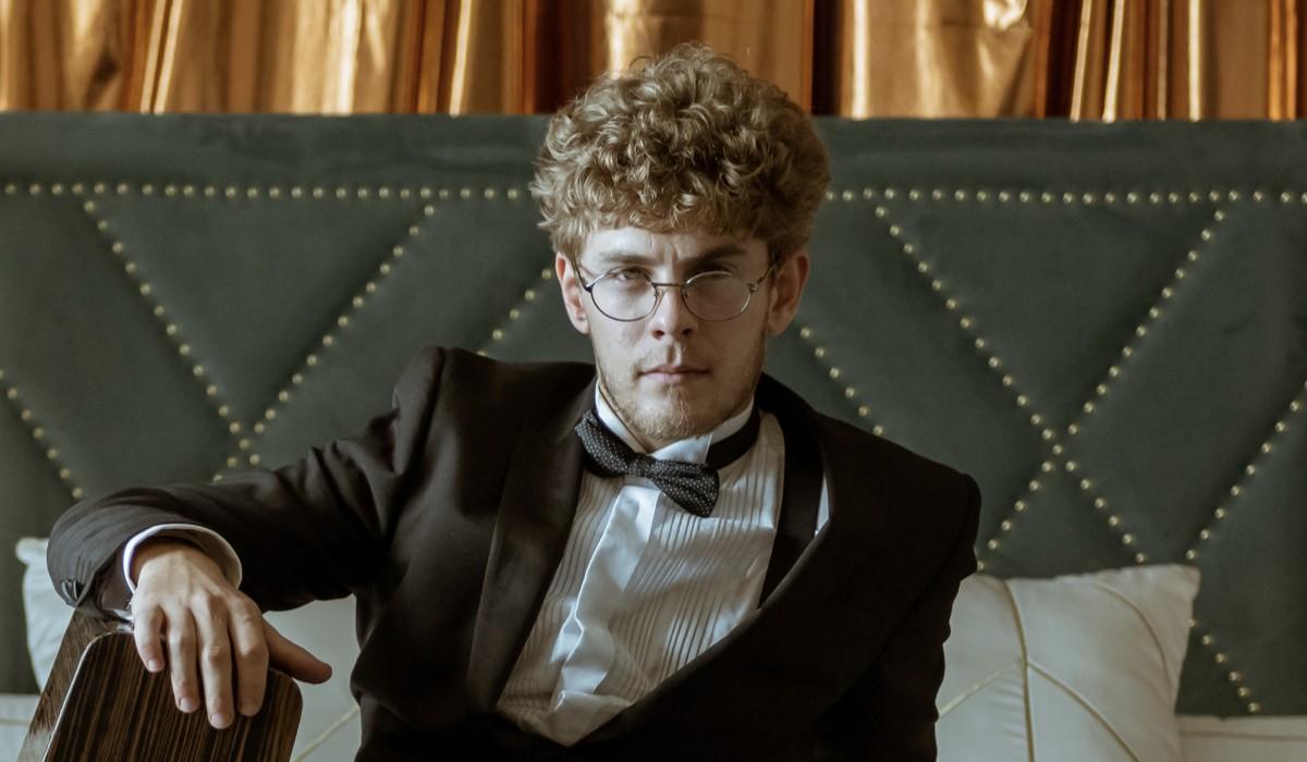 """Rafael (Patrick Criado) in una scena de """"La Casa Di Carta"""". Credits: Tamara Arranz/Netflix."""