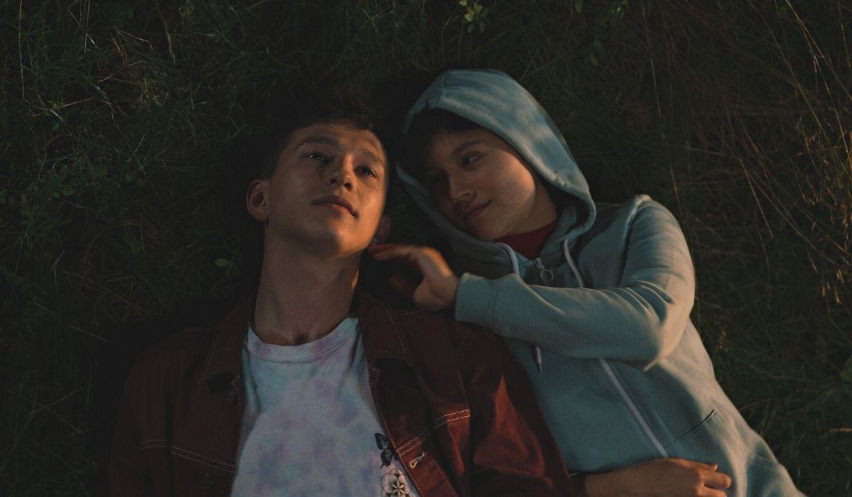 Open Your Eyes: Ignacy Liss (Adam) e Maria Wawreniuk (Julia) in una scena della serie. Credits: Netflix