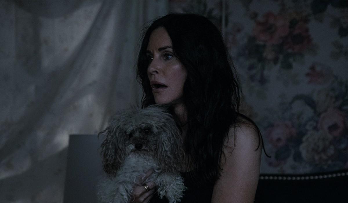 Courteney Cox nei panni di Patricia Phelps in una scena di