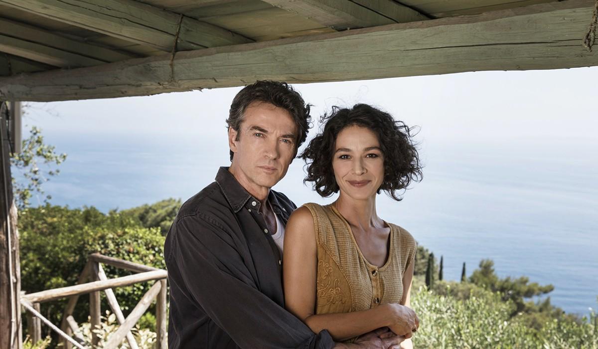 Alessio Boni (Walter Bonatti) e Nicole Grimaudo (Rossana Podestà), qui in un posato per