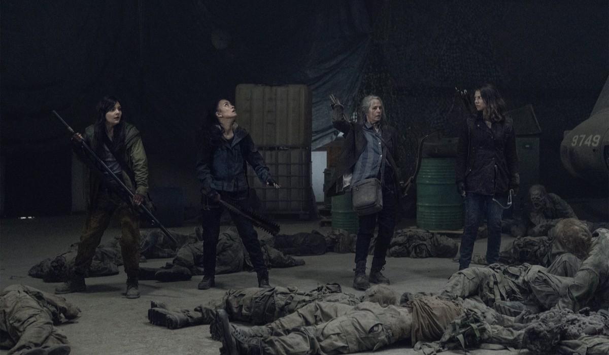 """Da sinistra: Lydia (Cassady McClincy), Rosita (Christian Serratos), Carol (Melissa McBride) e Maggie (Lauren Cohan) in una scena della stagione 11 di """"The Walking Dead"""". Credits: AMC/Courtesy of Disney+."""