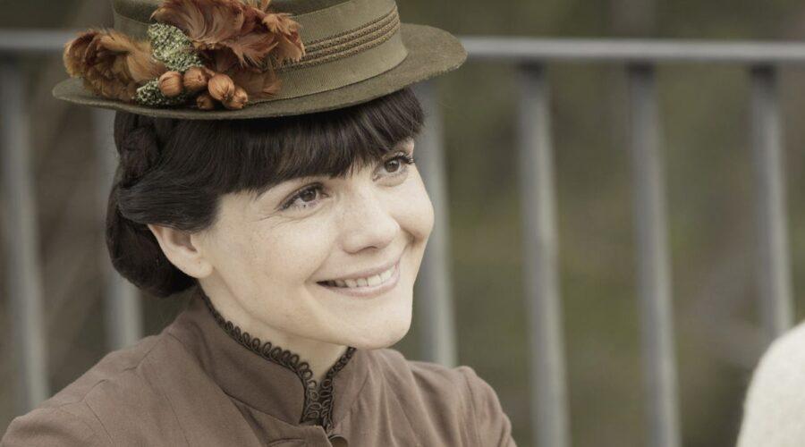 Agnes Llobet Interpreta Laura In Una Vita Credits: Mediaset