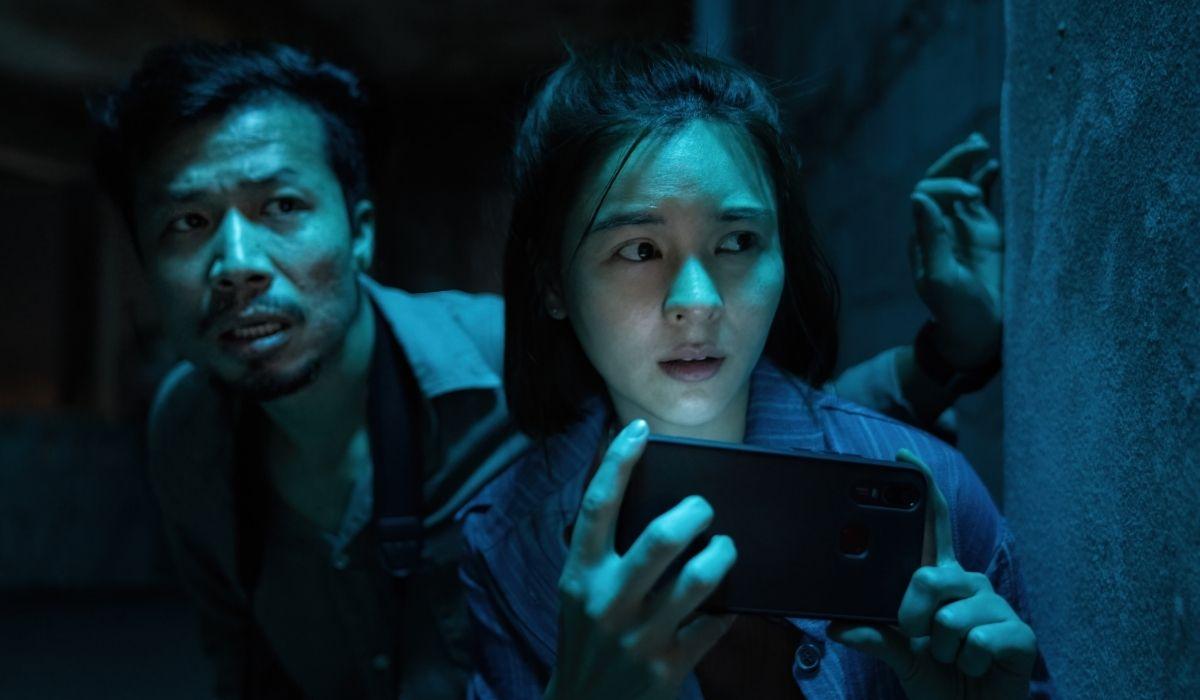Bangkok Breaking: Cat (Aom Sushar Sukollawat) e Wanchai (Weir Sukollawat Kanaros). Credits: Netflix