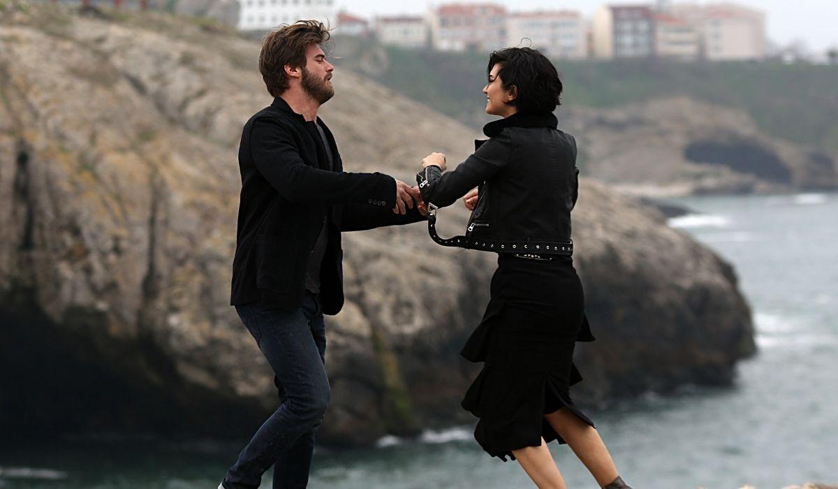Brave and Beautiful: Cesur (Kıvanç Tatlıtuğ) e Sühan (Tuba Büyüküstün) sono ormai alle strette. Credits: Mediaset