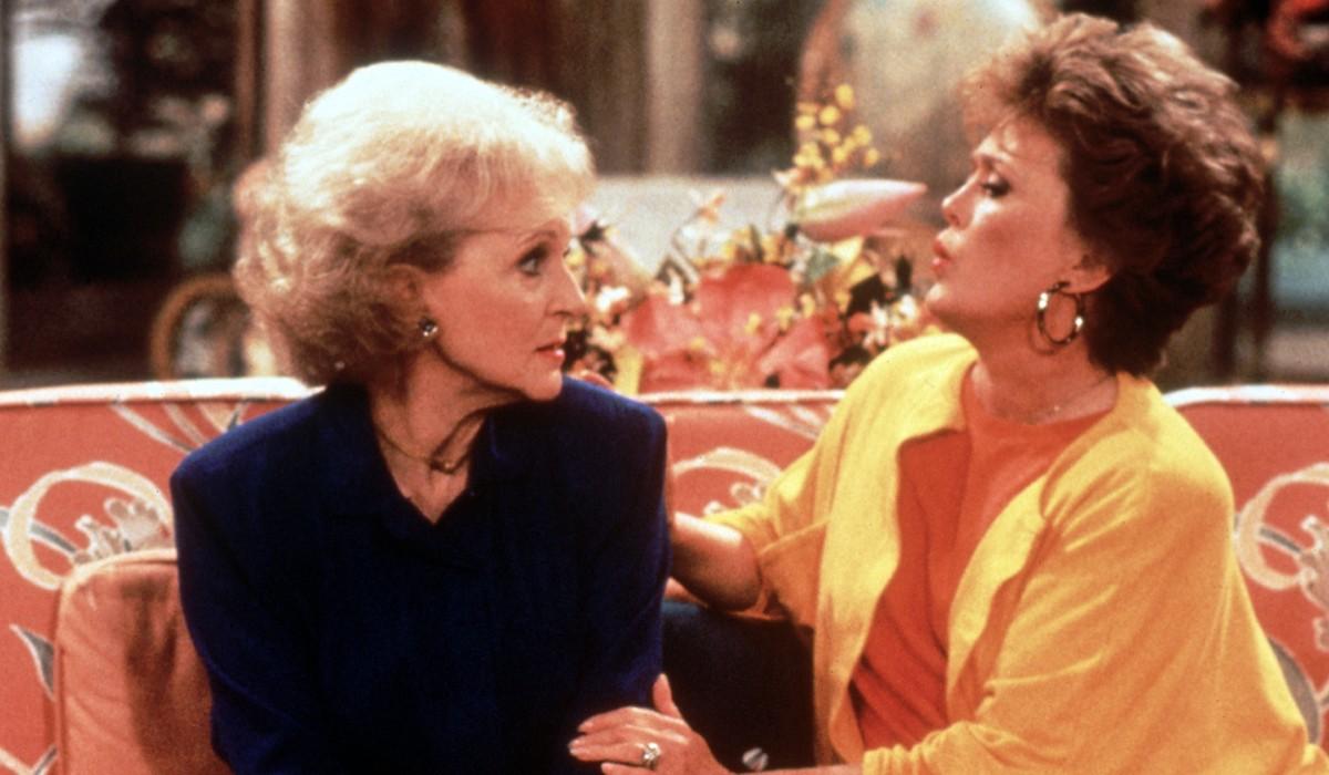 Betty White (Rose Nylund) e Rue McClanahan (Blanche Devereaux) in una scena di