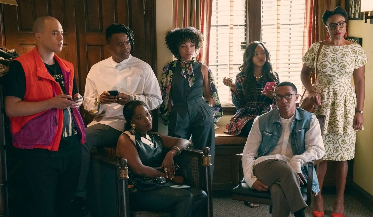 Dear White People (da sinistra): Jemar Michael (Al), Marque Richardson (Reggie), Ashley Blaine (Joelle), Logan Browning (Samantha), Antoinette Robertson (Coco), DeRon Horton (Lionel), Courtney Sauls (Brooke). Credits: Netflix