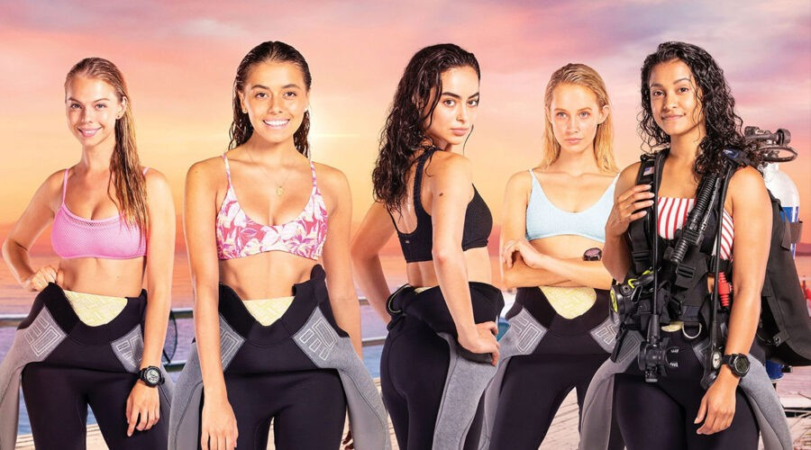 Miah Madden, Georgia-May Davis, Aubri Ibrag e Sana'a Shaik nella serie TV Dive Club. Credits: Netflix.