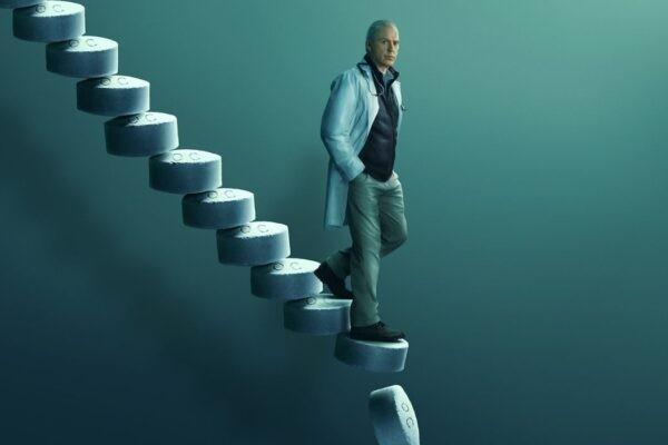 Dopesick - Dichiarazione di Dipendenza: Michael Keaton dei panni del dottor Samuel Finnix. Credits: Disney+