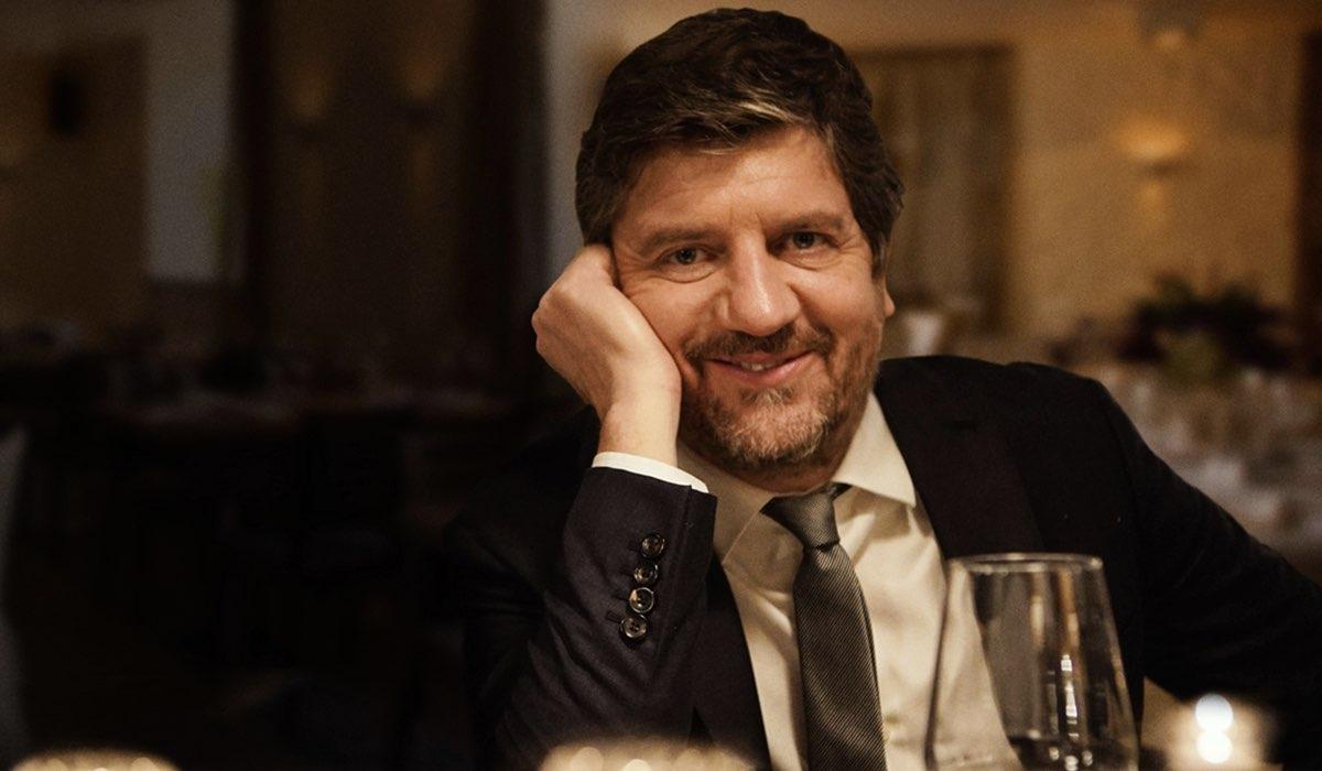 Fabio De Luigi (Giovanni) In Una Scena Di