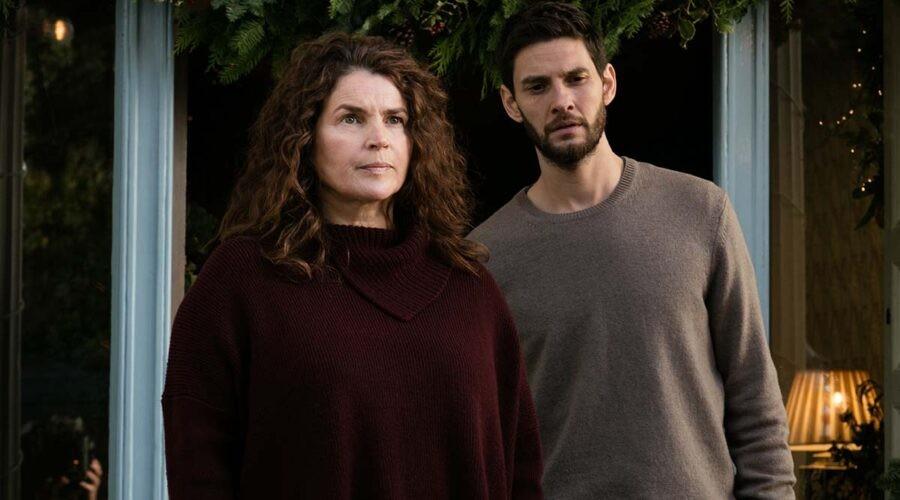 Julia Ormond e Ben Barnes nella serie televisiva Gold Digger. Credits: Sky Italia.