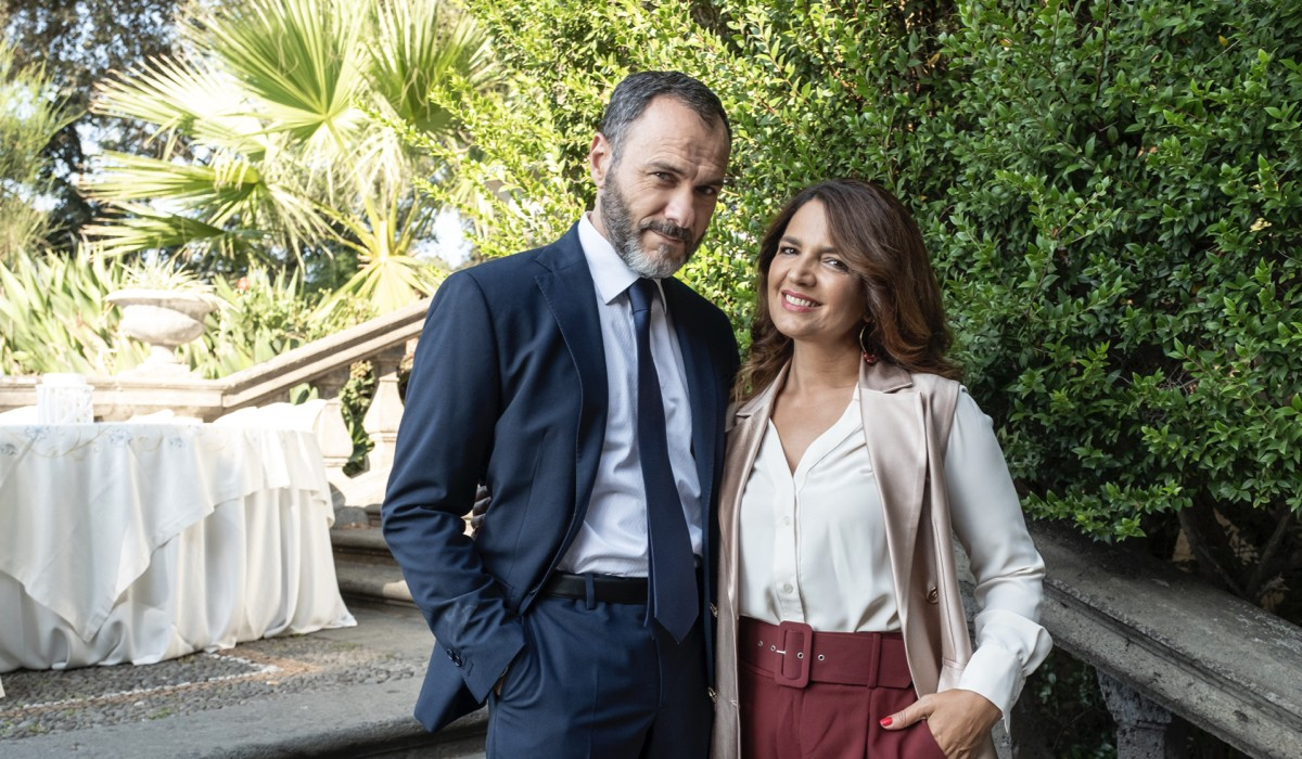 Massimiliano Gallo (Commissario Palma) e Tosca D'Aquino (Ottavia) in una scena de