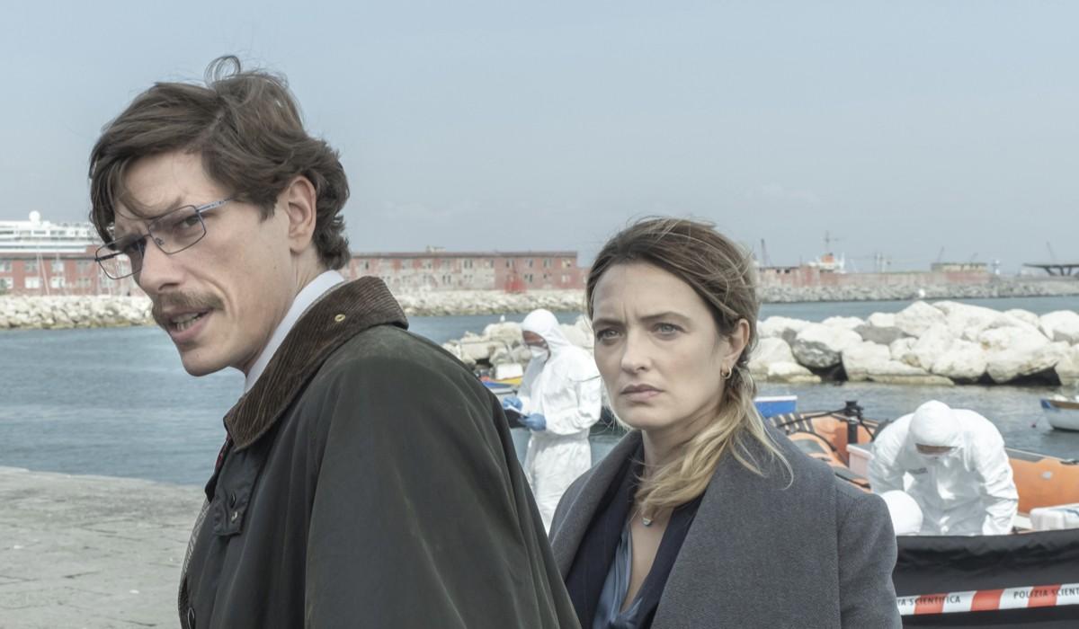 Matteo Martari (Buffardi) e Carolina Crescentini (Laura Piras) in una scena per