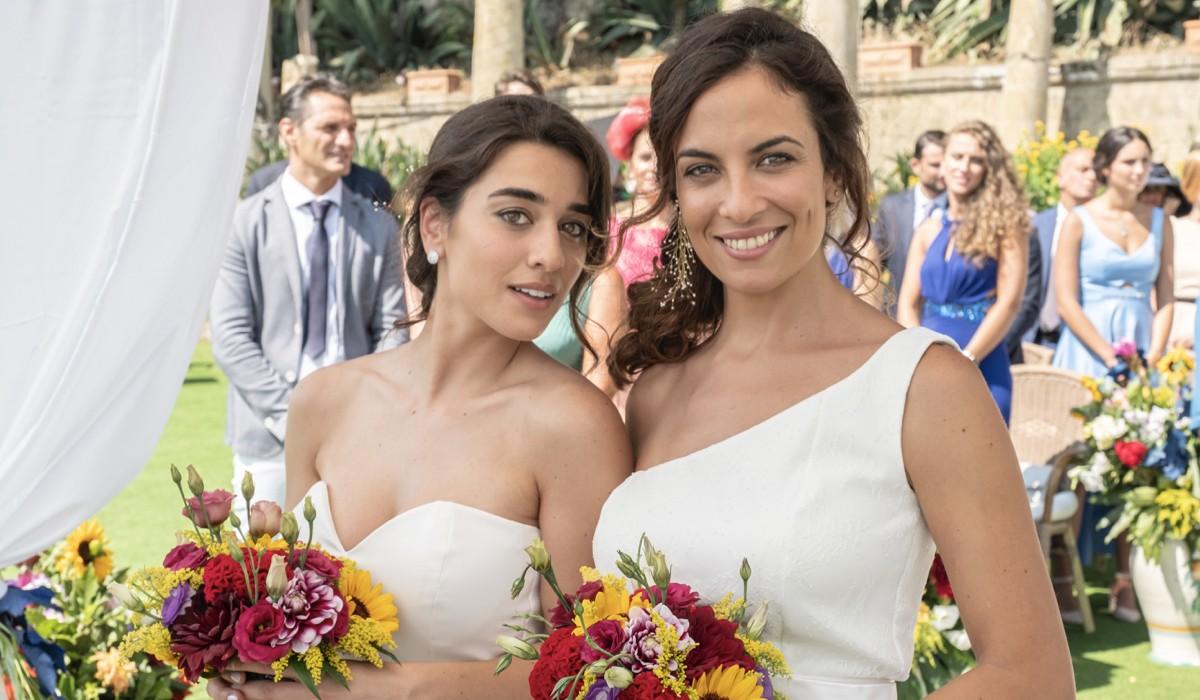 Simona Tabasco (Alex Di Nardo) e Serena Iansiti (Rosaria Martone) in una scena de