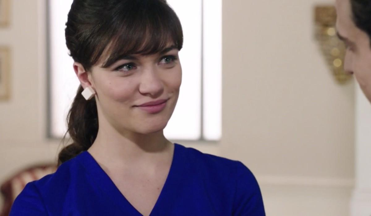 Gloria Radulescu (Marta Guarnieri) in una scena dell'episodio 156 de