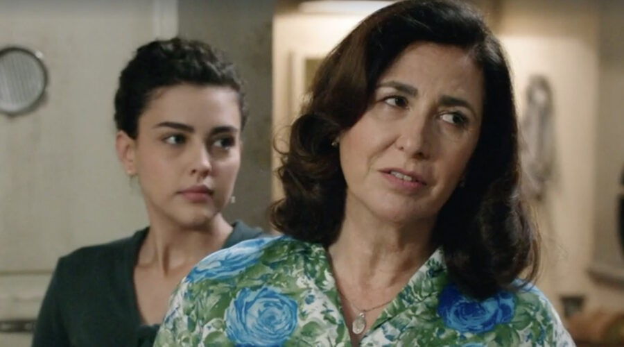 Da sinistra: Chiara Russo (Maria Puglisi) e Antonella Attili (Agnese Amato) in una scena della puntata 1 de