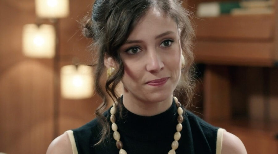 Lucrezia Massari (Flora Gentile Ravasi) in una scena della puntata 13 de