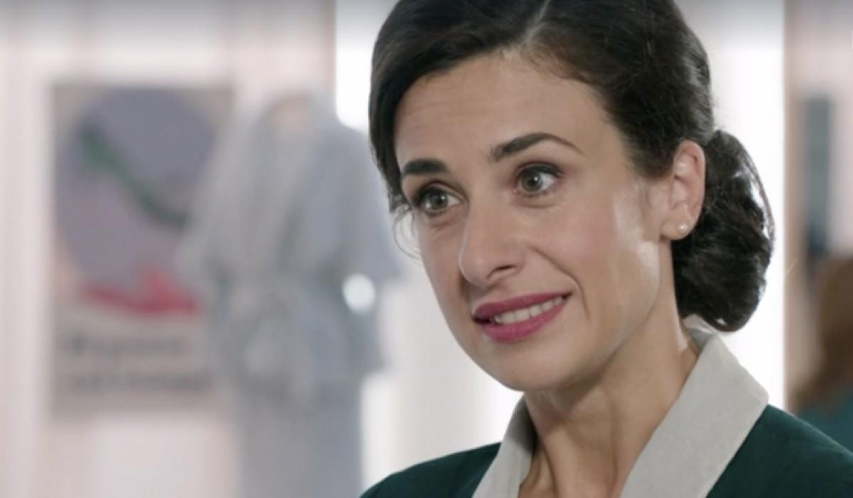 Lara Komar (Gloria Moreau) in una scena della puntata 12 de