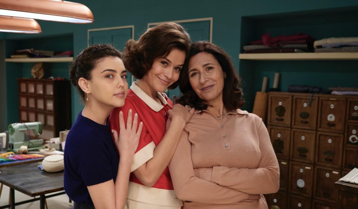 Chiara Russo (Maria Puglisi), Ilaria Rossi (Gabriella Rossi) e Antonella Attili (Agnese Amato) in un posato per