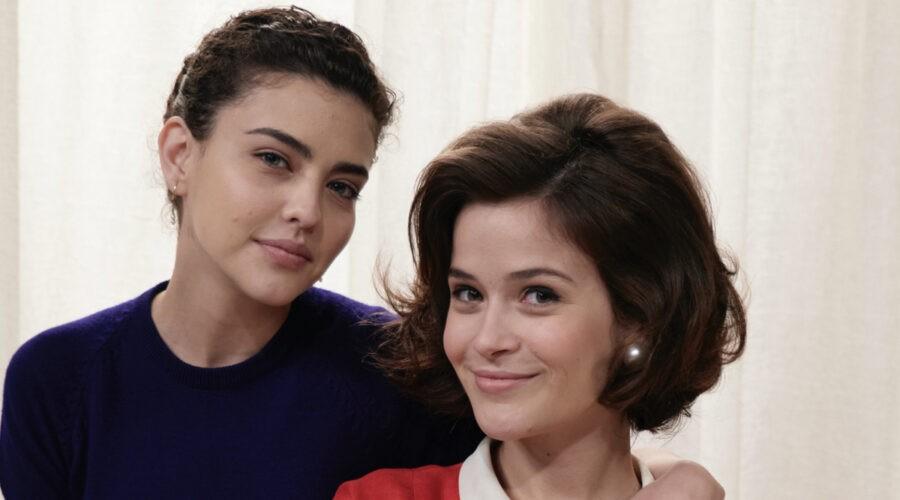 Chiara Russo (Maria Puglisi) e Ilaria Rossi (Gabriella Rossi) in un posato per
