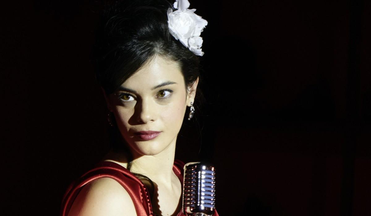 """Neva Leoni (Tina Amato) in un posato per """"Il Paradiso delle Signore 6"""". Credits: Rai"""