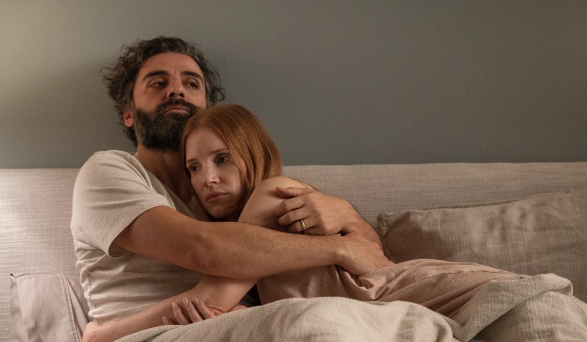 """Oscar Isaac (Jonathan) e Jessica Chastain (Mira) in una scena di """"Scene da un matrimonio"""". Credits: Sky Italia"""