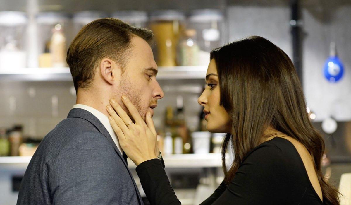 Serkan Insieme a Eda In In Una Scena Di Love Is The Air Credits: Mediaset
