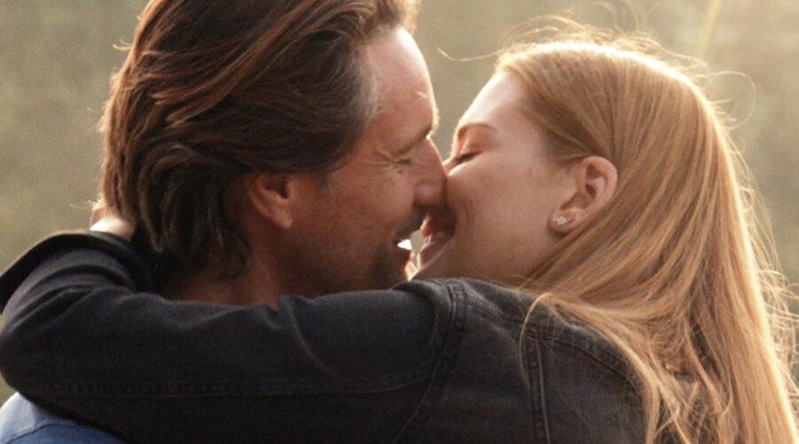 Da sinistra: Martin Henderson e Alexandra Breckenridge nel poster di Virgin River. Credits: Netflix.