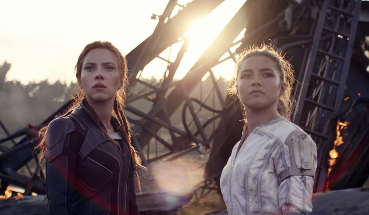"""Black Widow"", da sinistra: Natasha (Scarlett Johansson) e Yelena (Florence Pugh) in una scena del film. Credits: Disney/Marvel Studios."