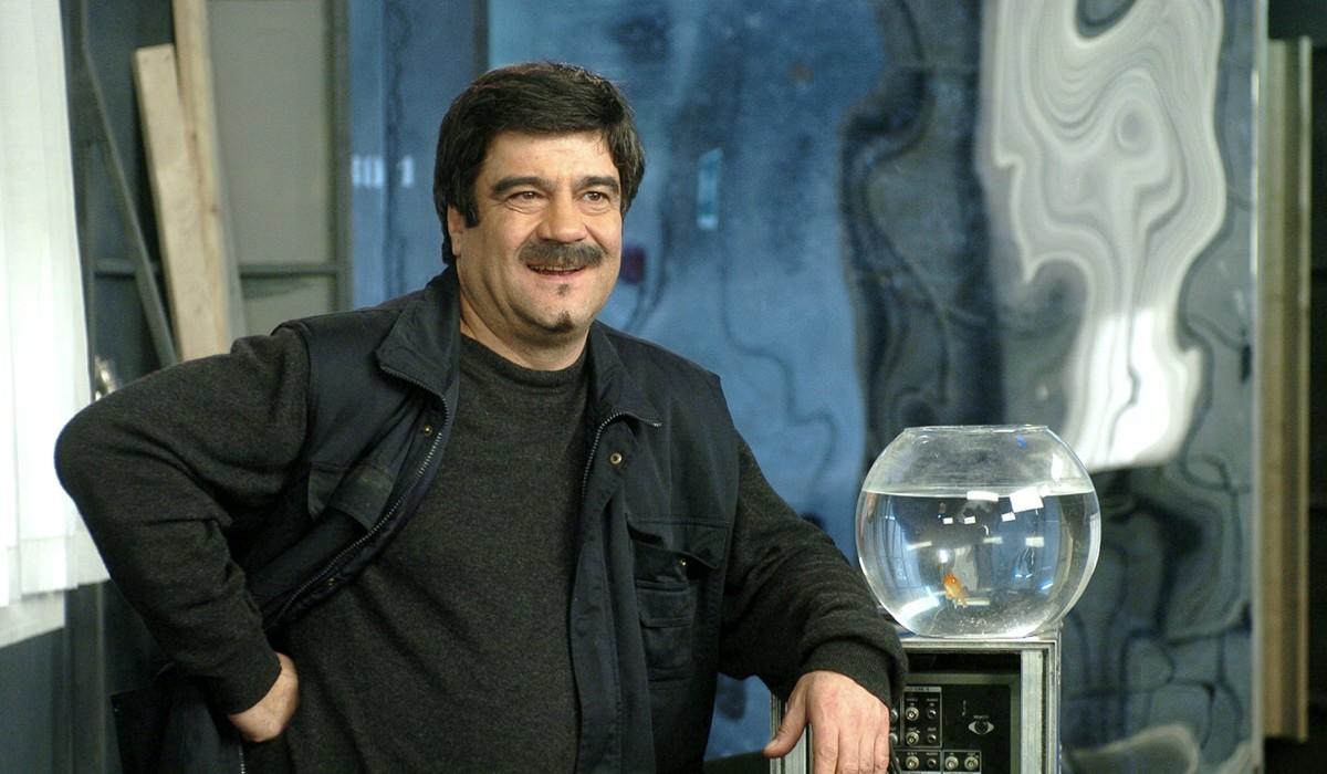 """Francesco Pannofino, qui in una scena dal primo episodio di """"Boris"""". Credits: Disney."""