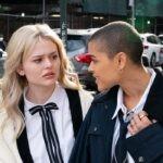 Jordan Alexander ed Emily Alyn Lind in una scena della serie TV Gossip Girl. Credits: Sky/HBO Max.