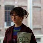 Claudia Gusmano in una scena della serie TV Guida astrologica per cuori infranti. Credits: Netflix.